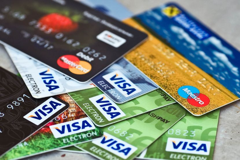 Banks in Russia May Introduce Card Issuance and Servicing Fees