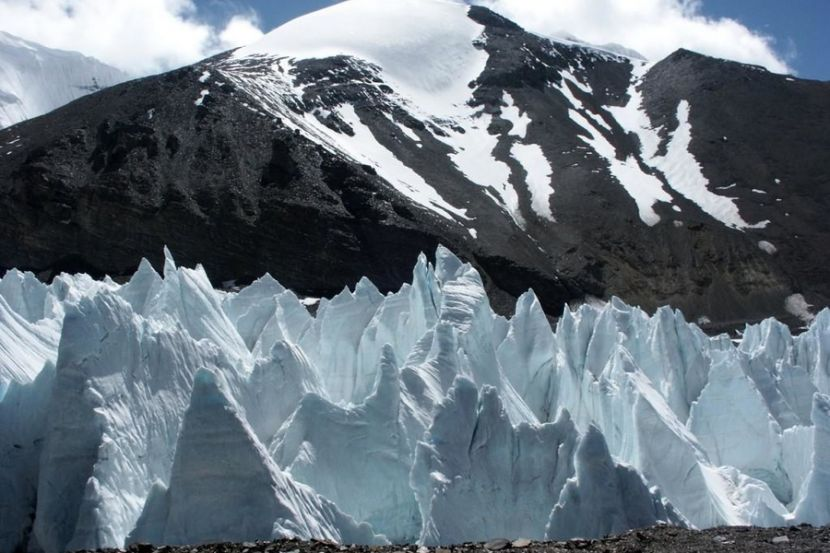 The Melting Glaciers of Tibet Are Hiding 28 Unknown Viruses
