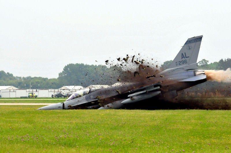 В США на авиабазе разбился истребитель F-16