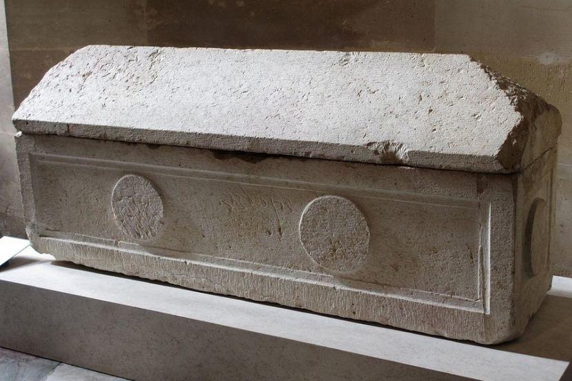 Во Франции найден саркофаг, который пролежал в земле около 1 500 лет