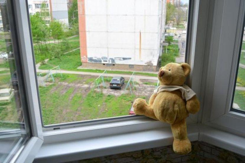 В Кирове из окна выпал годовалый ребёнок