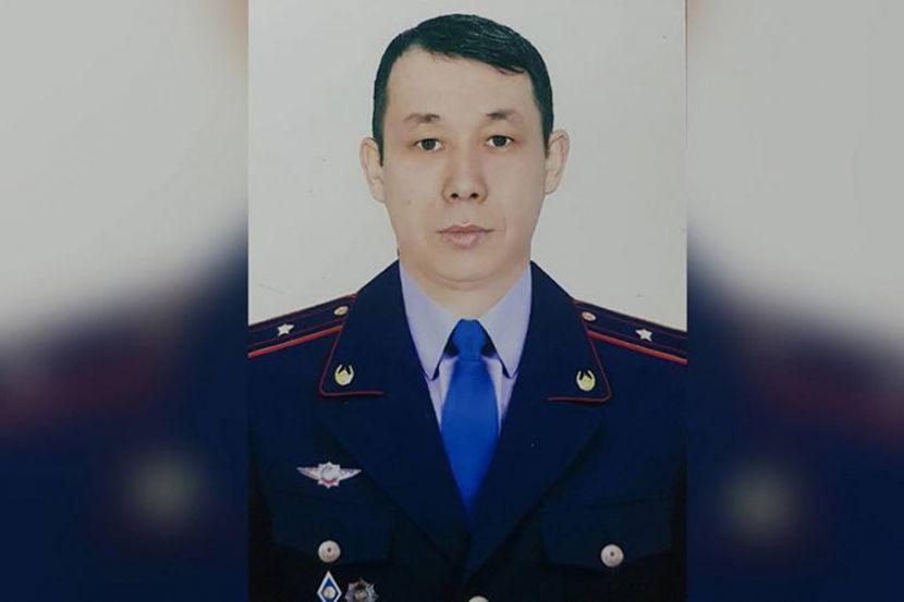 В Казахстане полицейский выпрыгнул в окно 13-го этажа, чтобы задержать злоумышленника