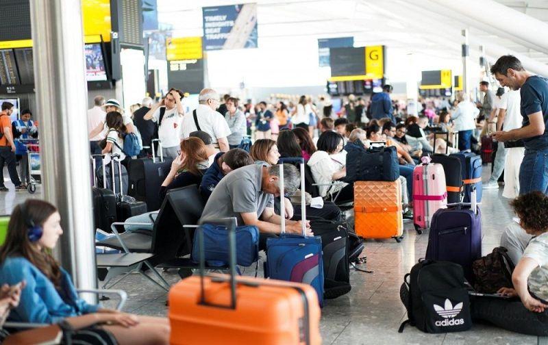 Россиянам рекомендуют не бронировать заранее билеты за рубеж и избегать хостелов