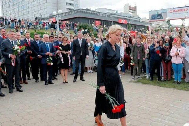 В Минске на месте гибели участника протестов проходит многотысячная акция