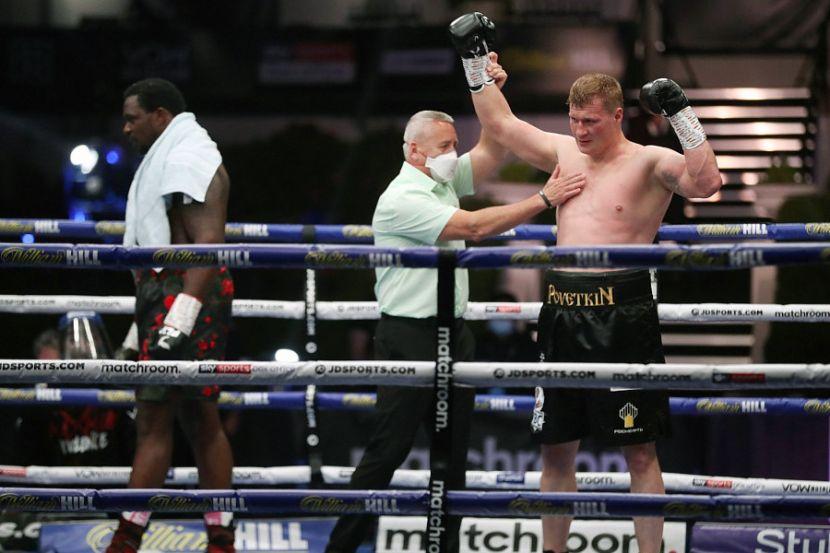 Российский боксёр Поветкин нокаутом победил британца Уайта