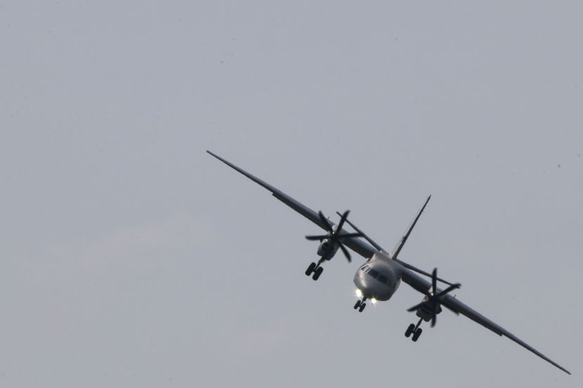 Light-engine airplane